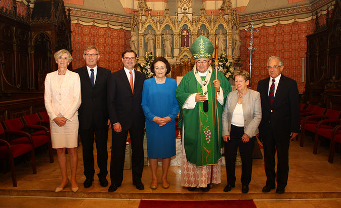 Order of St. Gregory the Great bestowed upon Sybill Storz in Sarajevo (from left to right Friederike Beck, mayor Michael Beck, Karl-Christian Storz, Dr. h. c. mult. Sybill Storz, Vinko Cardinal Puljic, Brigitte Guhl, Ortwin Guhl)