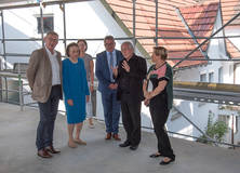 Tour of the construction site of the future Interactive Museum: Mayor Michael Beck, Dr. h. c. mult. Sybill Storz, Minister Guido Wolf, architect Felix Aries, and Minister Dr. Susanne Eisenmann (left to right)