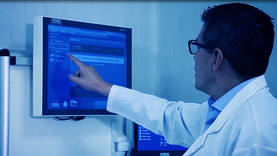 Maximum flexibility: Control of medical devices, image sources and clinical data through a touch screen.